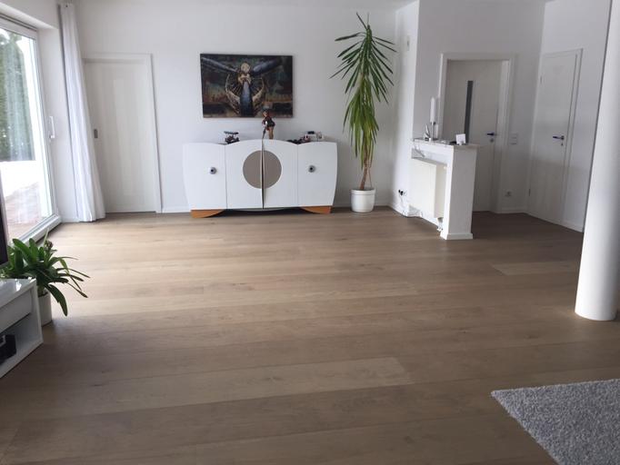 Wohnzimmer mit Eiche Landhausdiele Weiß geölt