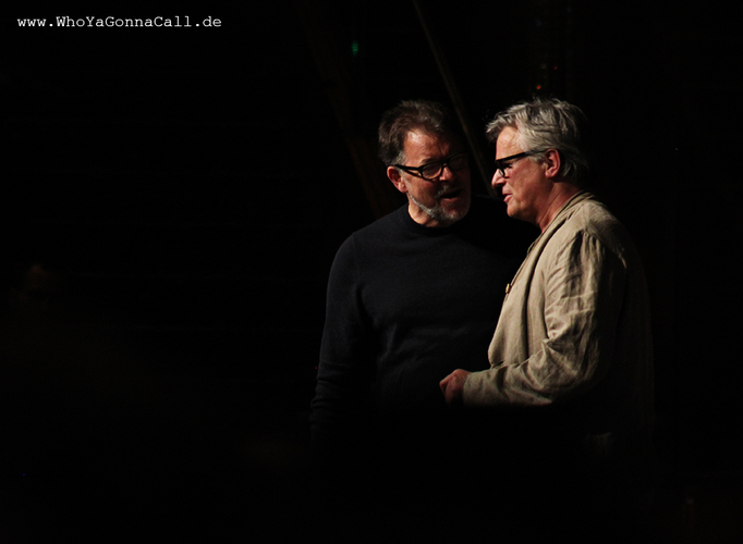 Jonathan Frakes with Richard Dean Anderson on stage © pic by shinzo //degoutrie fotografie