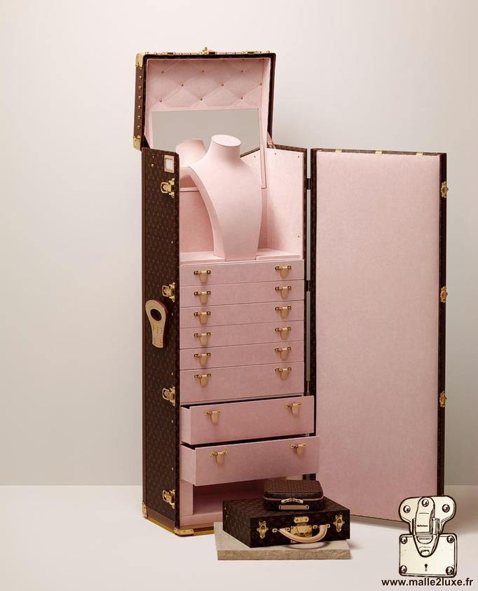 Malle haute joaillerie ouverte avec malette