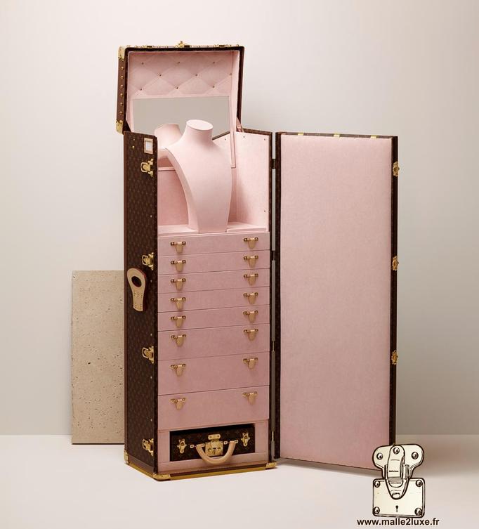 Malle haute joaillerie ouverte interieur rose