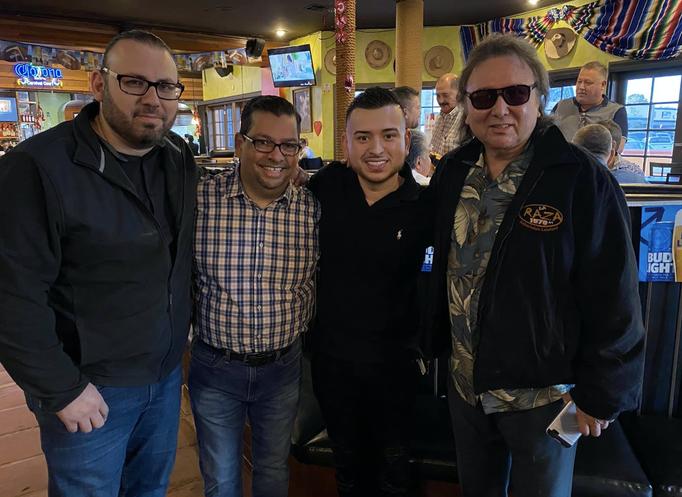 Con los amigos de La Raza (Florida)