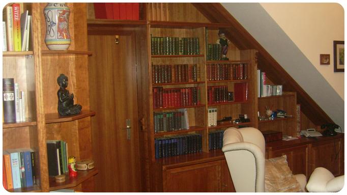 Bücher & Lesesessel - wir schaffen Platz für beides