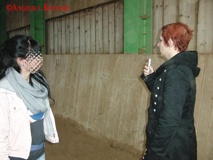 Angelika und PU-Gast St. nach der Entdeckung des Ausschlags auf dem Trifeld-Messgerät. #Ghosthunters #paranormal #Spuk