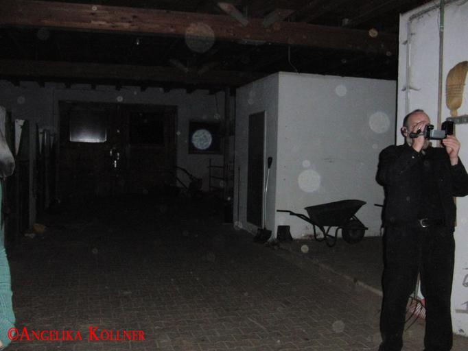 8. Eindrücke der ESP-Sitzung im Stall. Auch hier wieder Stauborbs. #Ghosthunters #paranormal #Spuk
