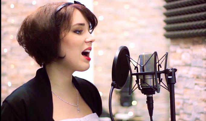 Sängerin Juli bei Studioaufnahmen