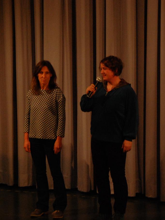 Ansage von Ines Rosemann ( Zirkusschule Seifenblase) und Anne Meyer ( IGS Flötenteich)