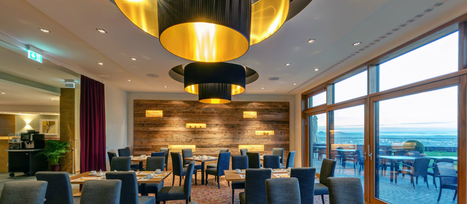 Deckenlampen schwarz-gold für Restaurant Beleuchtung
