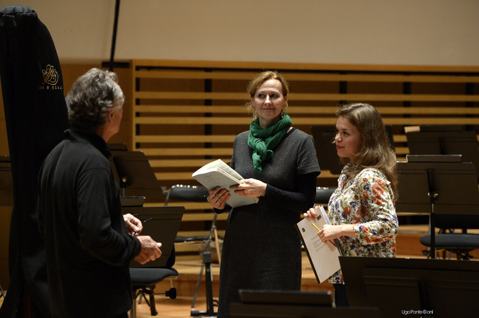 Hermine Haselböck before her Alto Solo in Mahler's 2nd Symphony in Lille with Olena Tokar and J.C. Casadesus (CD recording included)