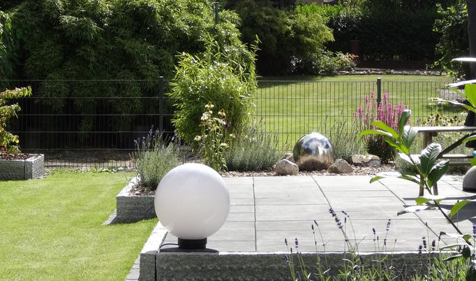 Nachbars Garten sorgt für Weite, optimal bei kleinen Gärten