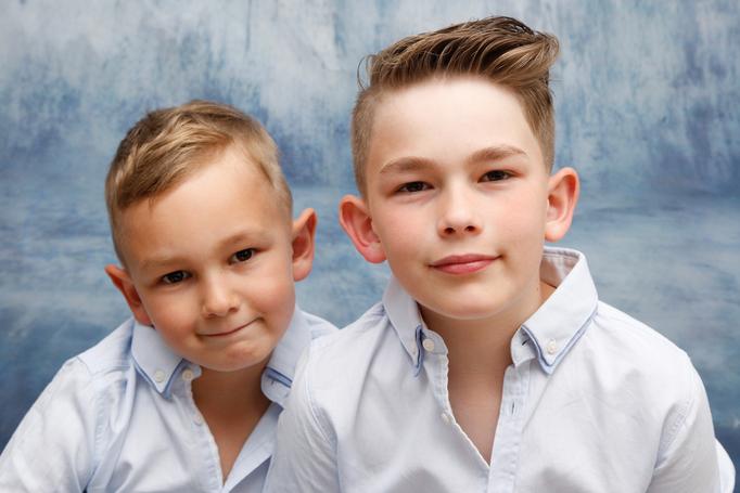Homeshooting, Geschwisterfoto zwei Brüder, Frick