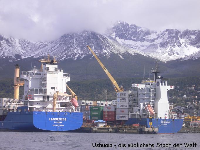 Bild: Frachter im Hafen