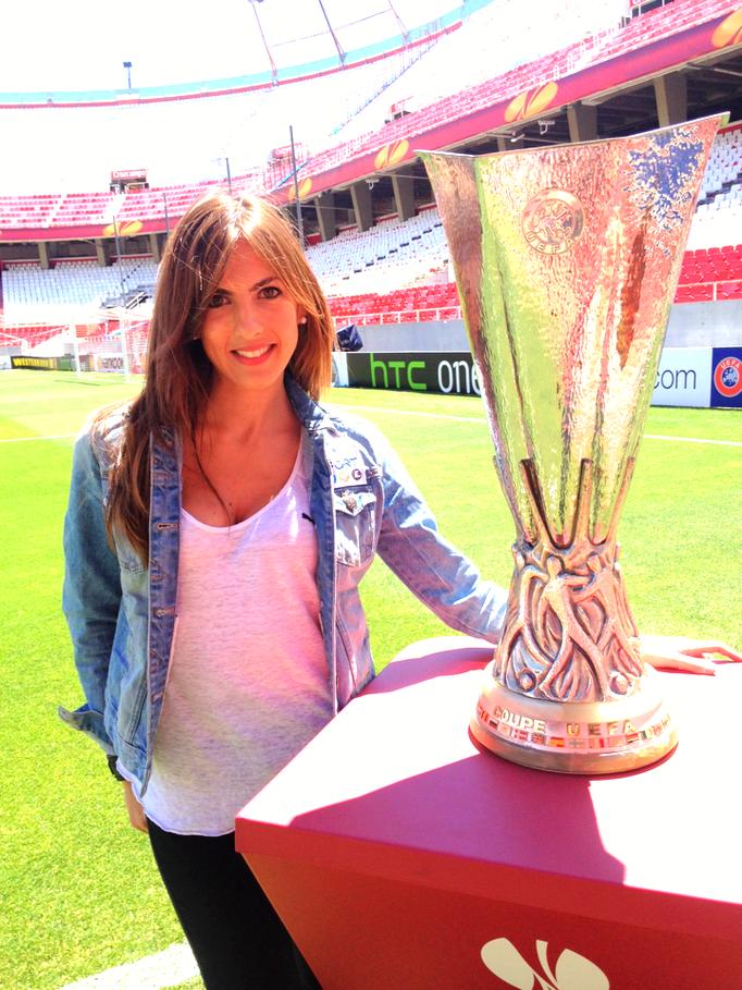 Sánchez Pizjuán con la Copa de la Europa League
