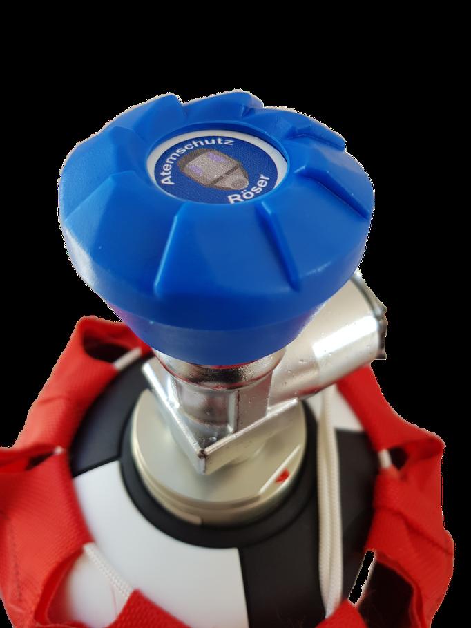 CFK Atemluftflasche mit roter Flaschenschutzhülle