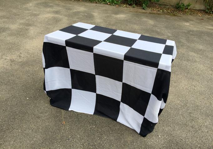 Tisch mit Zielflaggen Racing Optik