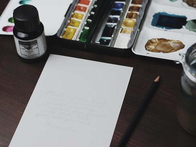 Letter Lovers vierneuntel: Anleitung Zitat mit Aquarell Hintergrund - 1. vorschreiben