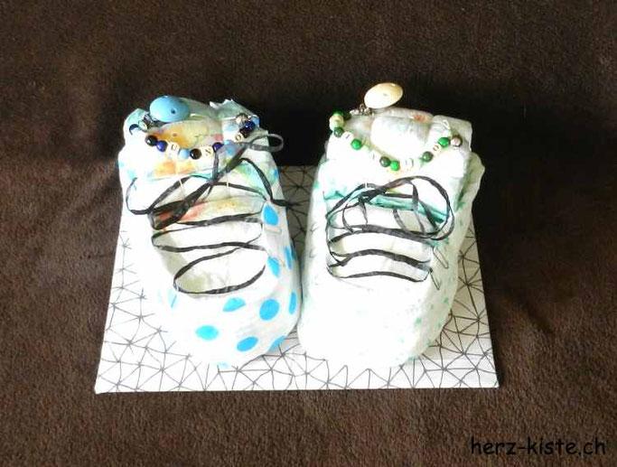 Windelschuhe selber machen - Geburtsgeschenk für Zwillinge