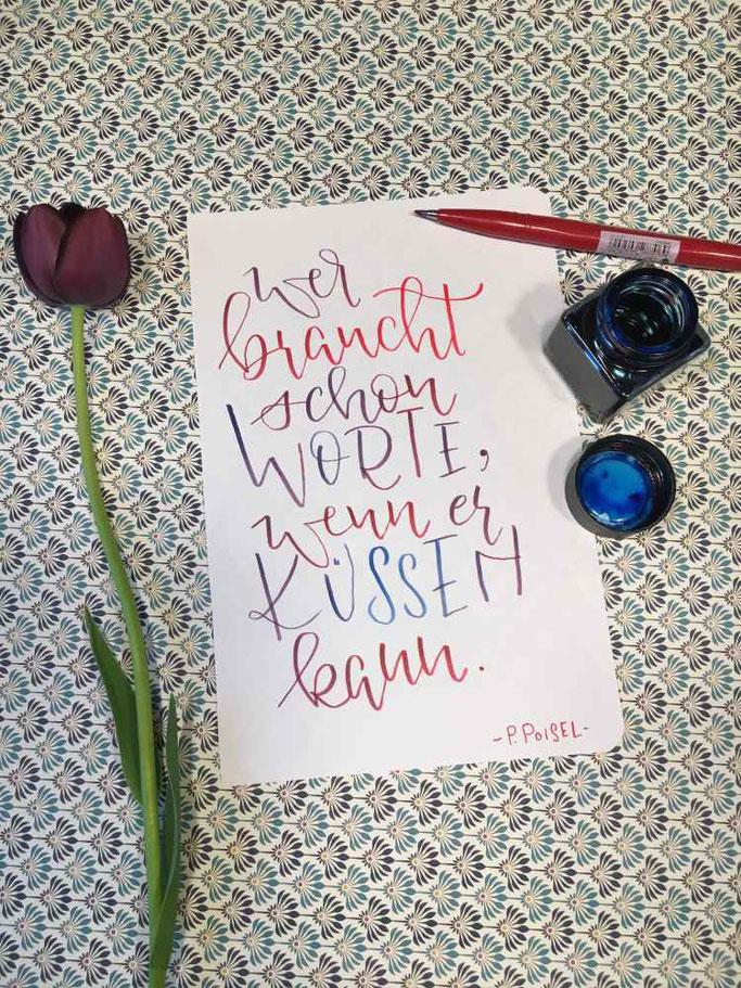 P.Poisel Lettering Zitat: Wer braucht schon Worte, wernn er küssen kann. (Letter Lovers herzimbauch)