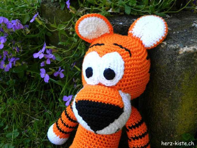 süsser Amigurumi Tiger häkeln - eine DIY Geschenkidee zur Geburt für Babys