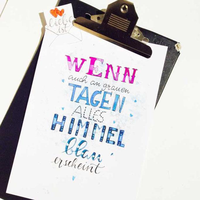 Letter Lovers tradonde: Handlettering Spruch: Liebe ist, wenn auch an grauen Tagen alles himmelblau erscheint