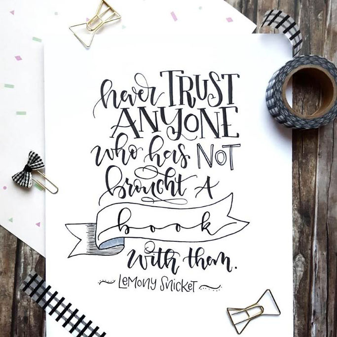 Letter Lovers schreibfieber: Handlettering Spruch: Never trust anyone who has not brought a book with them - Lemony Snicket