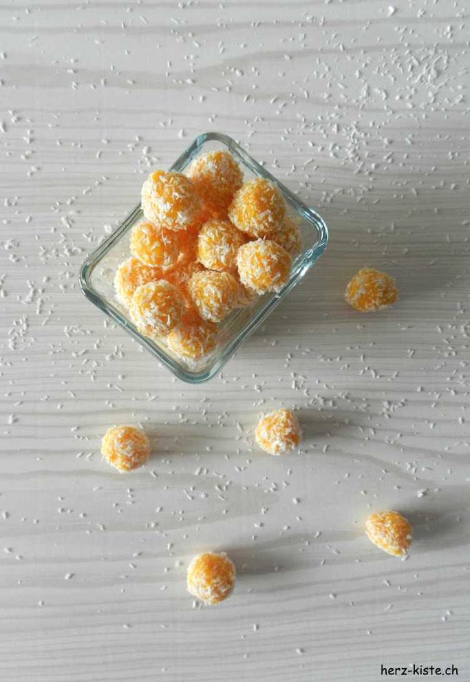 Rezept: Gesunde und leckere Nascherei dank einem Paleo-Rezept für Aprikosen-Kokos Pralinen
