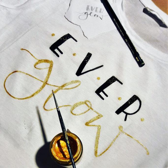 DIY Anleitung für Handlettering auf einem T-Shirt: Ever glow