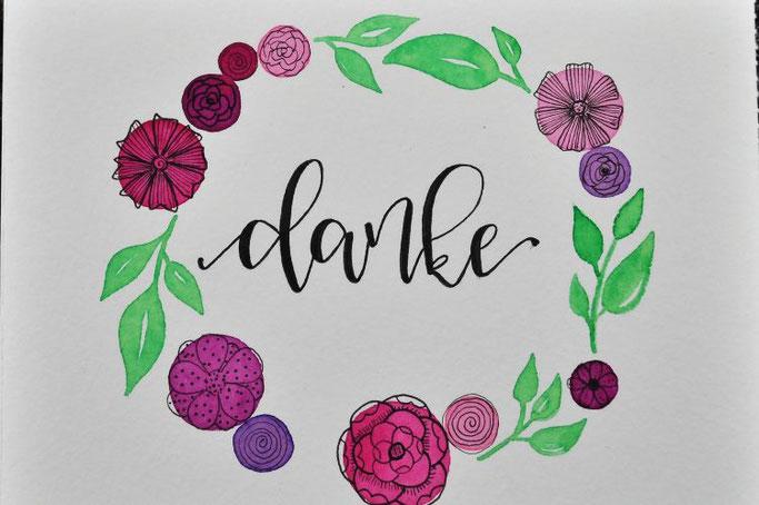 Danke - Handlettering mit Blumenkranz von all_that_letters für die Letter Lovers