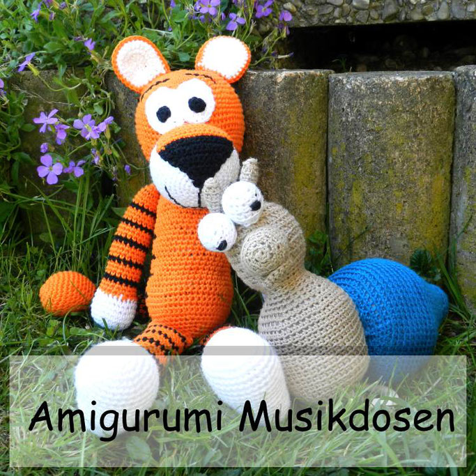 DIY Geschenk zur Geburt: Musikdose Amigurumi häkeln - ein Tiger und eine Schnecke