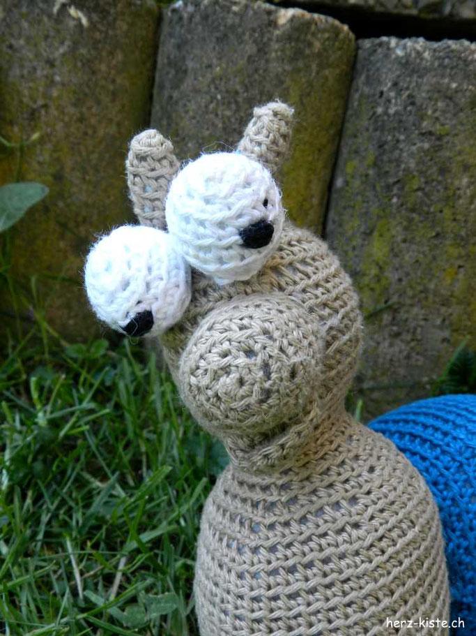 Ein persönliches und tolles DIY Geschenk zur Geburt: Amigurumi Schnecke als Musikdose verschenken