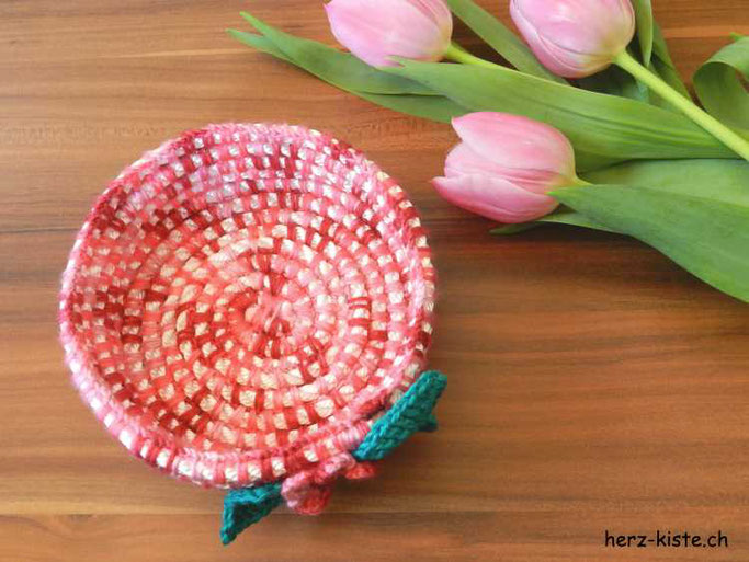 DIY Tutorial: Selber einen Häkelkorb häkeln aus Wolle und einem Seil