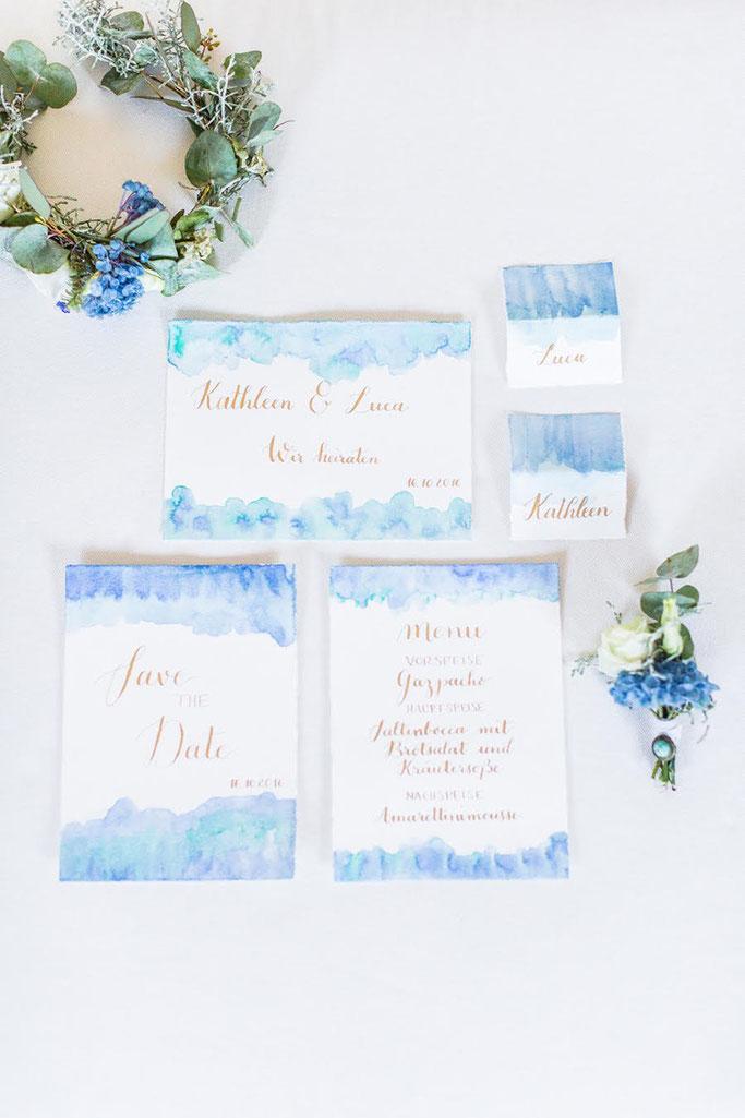 Letter Lovers annakalligraphie: Handlettering Hochzeitseinladung, Tischkärtchen und Menukarte