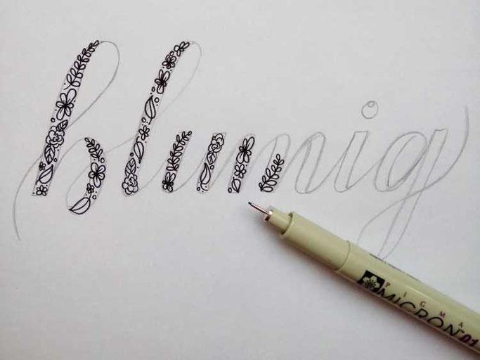 Letter Lovers frauleinausten: Anleitung Faux Calligraphy mit Blumen