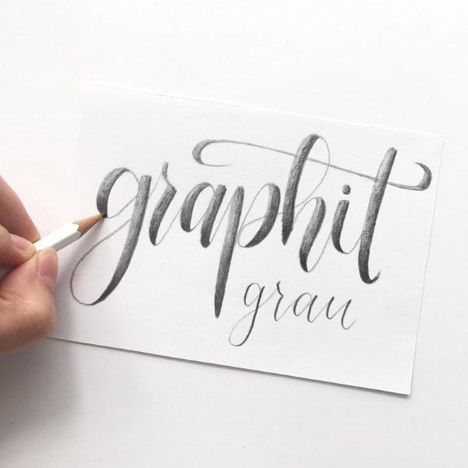 Letter Lovers beyzacreates Handlettering mit Bleistift - graphit grau