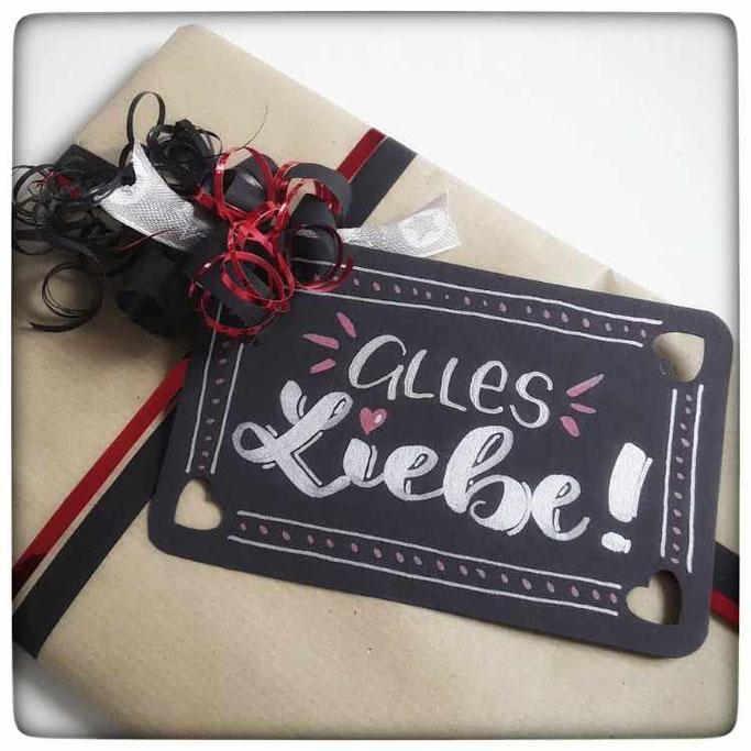 Letter Lovers mit.caro.und.herz - Lettering Anleitung um einen Geschenkanhänger zu lettern - Alles Liebe
