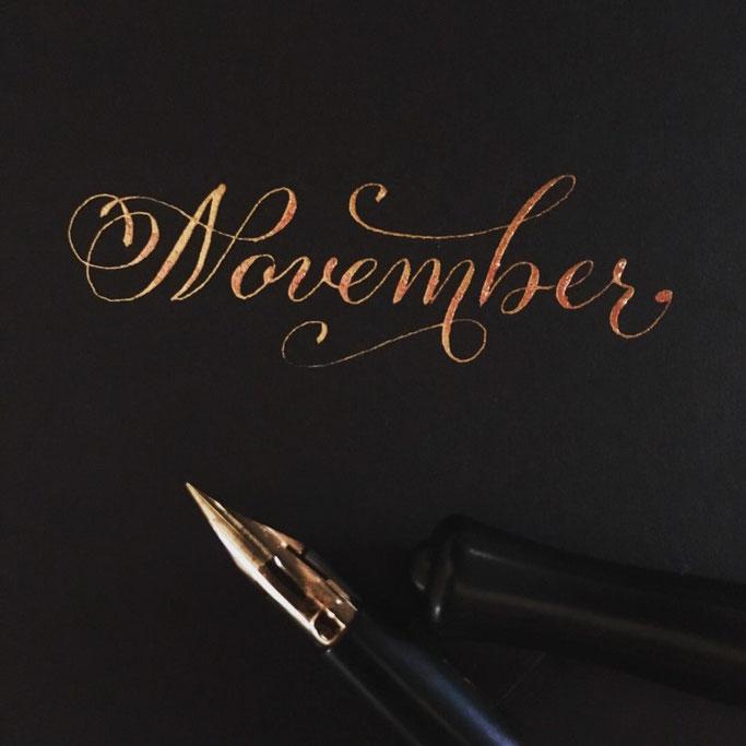 Handlettering Kalligarphie mit der Feder - November (Letter Lovers cornlandart)
