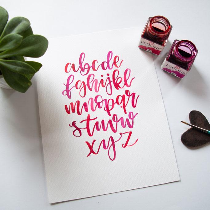 Alphabet im Handlettering Stil - rote Farben abcdefghijklmnopqrstuvwsxyz - lettering_by_mj für die Letter Lovers