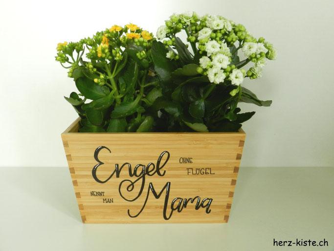 DIY Geschenkidee zum Muttertag: Handlettering Spruch auf ein Holz - Engel ohne Flügel nennt man Mama