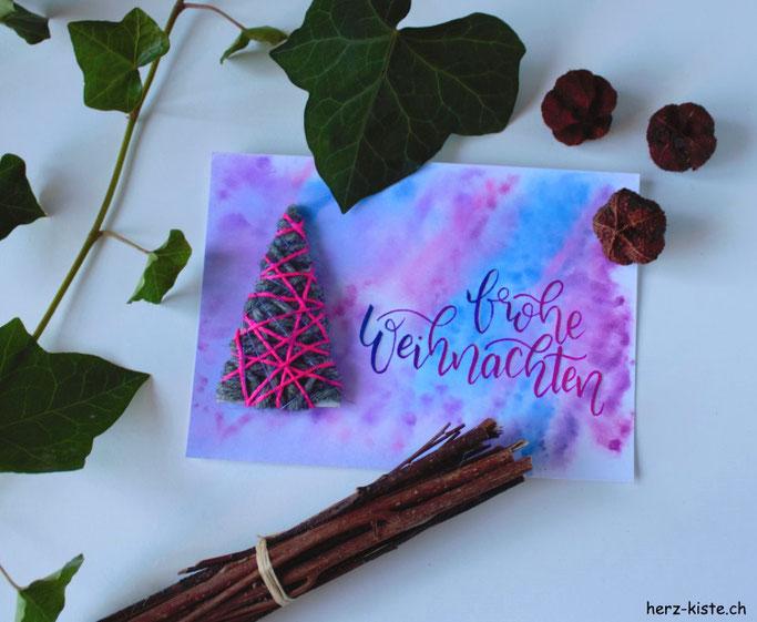 DIY Weihnachtskarten basteln mit einem Tannenbaum aus Garn