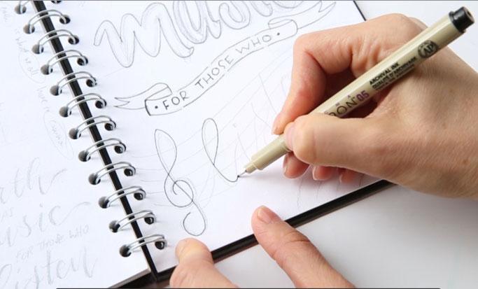Letter Lovers photo.aloha: Anleitung Zitate lettern mit Mini-Skizzen - Schritt 6: mit Fineliner nachzeichnen