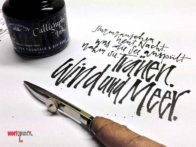 Letter Lovers Wortspuren: Handlettering Meerhaiku mit Ziehfeder