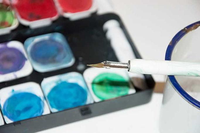 Letter Lovers sunnys_fotos: Anleitung Lettern und Zeichnen mit Feder und Wasserfarben - mit Pinsel auf Feder auftragen
