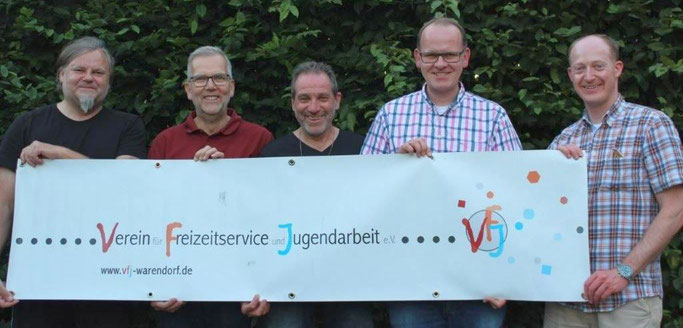 Zwei VFJ-Mitglieder (u. a. Notfallmanager) und der VFJ-Vorstand: Daniel Kiehne, Hubert Fenke, Dieter Nissen (2. Vorsitzender), Thomas Mundmann (1. Vorsitzender), Oliver Prinz (Geschäftsführer)
