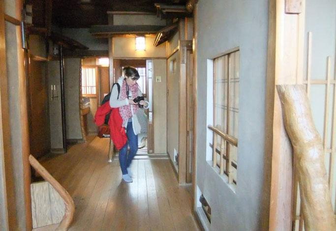 Ito K's House Onsen - le couloir qui mène aux chambres