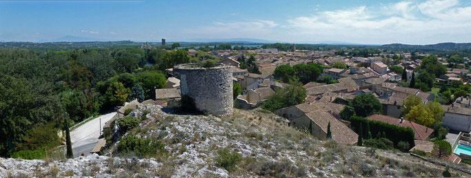 Vue de Roquemaure, à partir de la colline St Jean