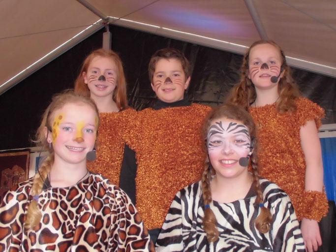 Die fünf Hauptdarsteller des Musicals von oben links: Anna Huppertz, Peter Rauschen, Elna Piep, Nicole Nelles, Elisa Rauschen.