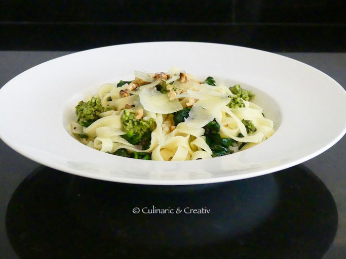 Tagliatelle mit Spinat & Walnuss-Pesto