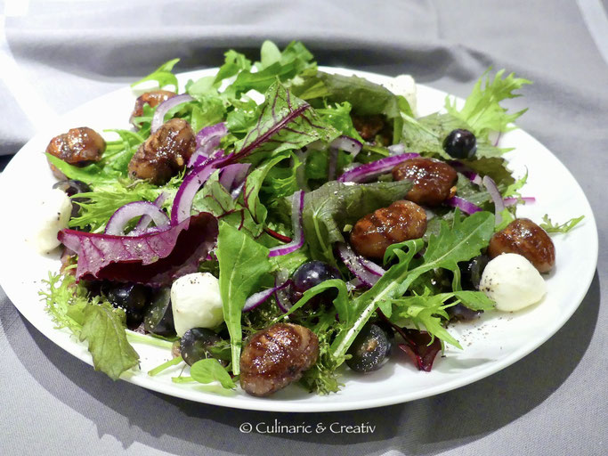 Wildkräuter-Salat mit karamellisierten Maronen