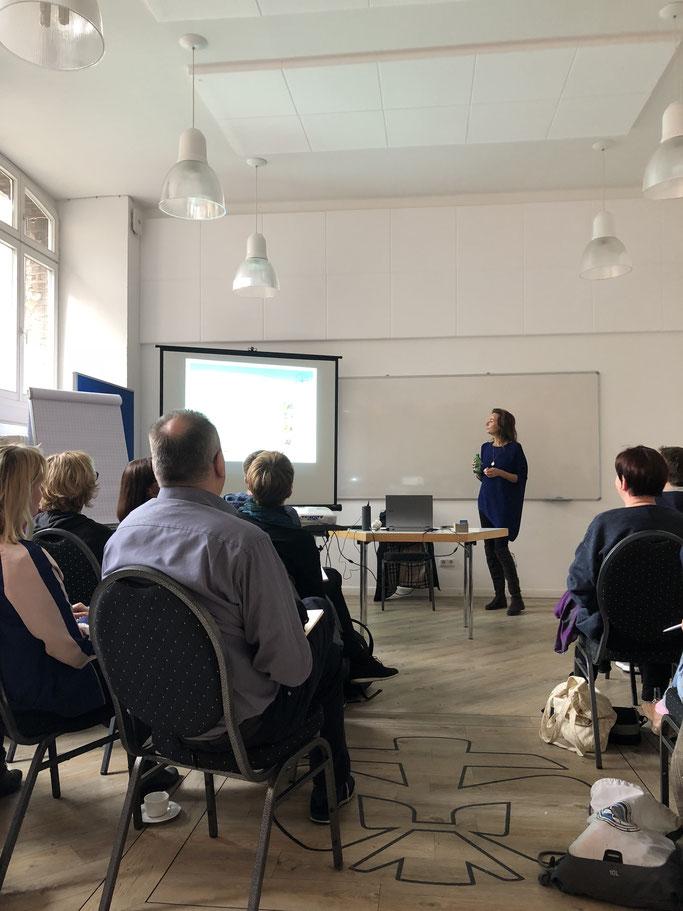 Die Schweizerin Bettina Wüst zeigte im Profi-Workshop die Möglichkeiten der Transaktionsanalyse als Mittel zur Figurenentwicklung auf.