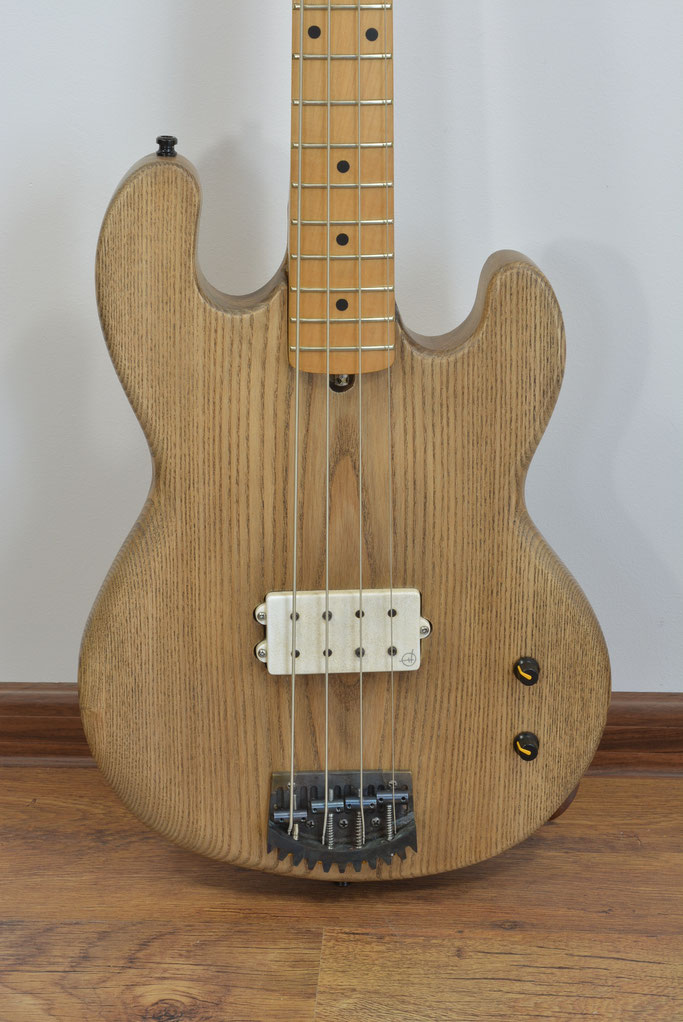 Frankenbass with 4 coil in Ivory finish