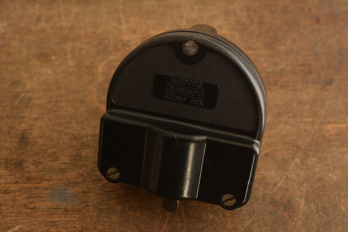Burndept Electro-Magnetic Gramophone pickup from 1929, featuring a very high output of 5.8 K Ohms D.C